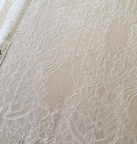 Ivory lace fabric. Photo 7