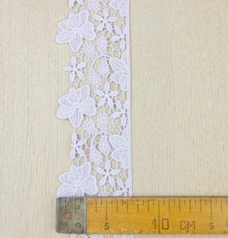Light lilac floral pattern macrame lace trimming . Photo 5