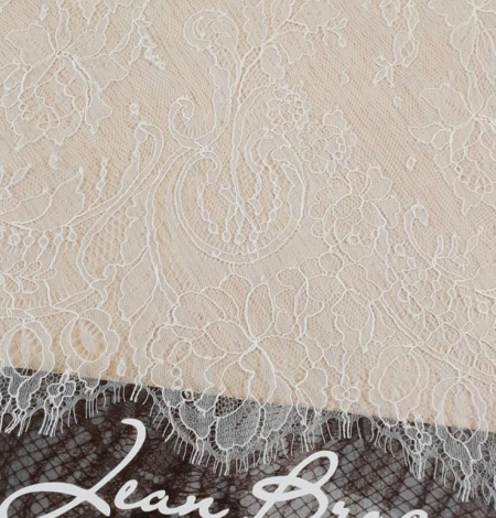 Ivory natural chantilly lace fabric by Jean Bracq. Photo 1