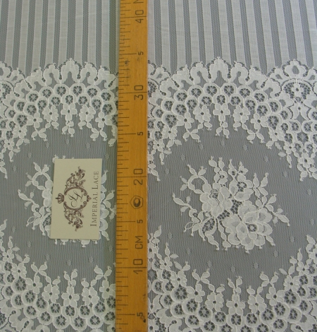 Off-white lace fabric 150 width. Photo 5