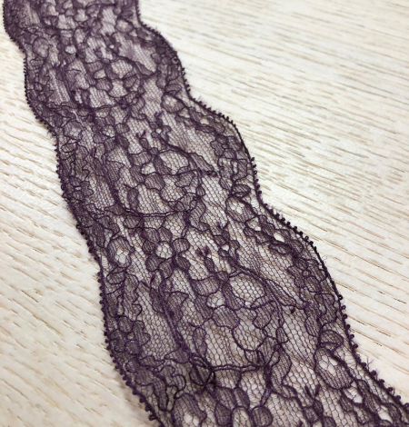 Lilac lace trimming. Photo 1