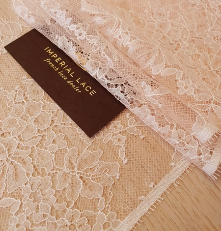 Light pink white romantic chantilly lace trimming. Photo 2