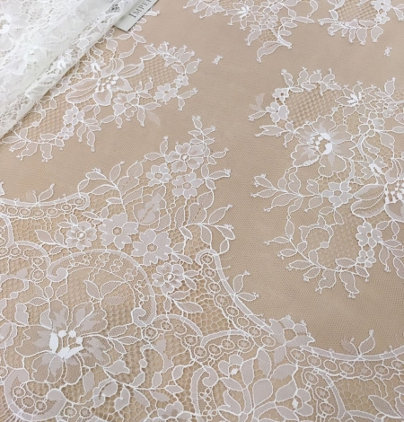 Off white chantilly floral lace fabric. Photo 6