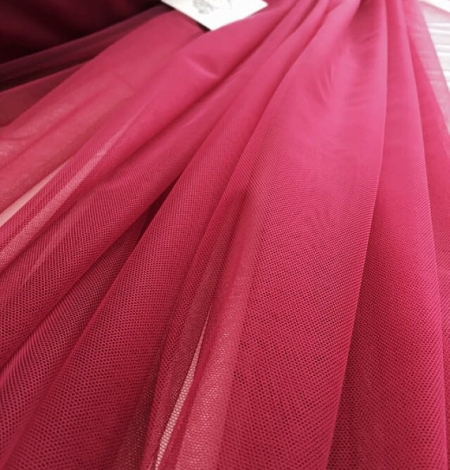 Raspberry red tulle fabric. Photo 1