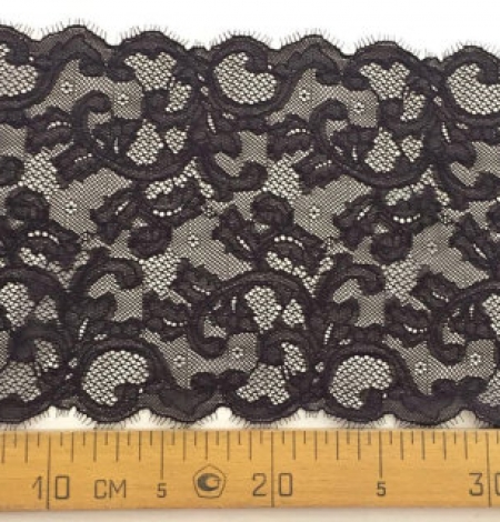 Dark brown lace trim. Photo 4