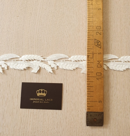 Ivory thick macrame organic floral pattern lace trimming. Photo 6