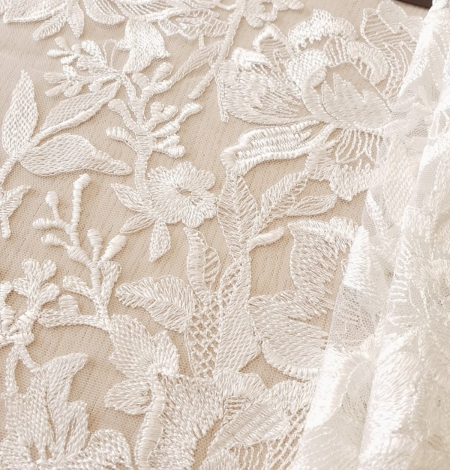 Ivory 100% polyester floral pattern embroidery lace fabric. Photo 3