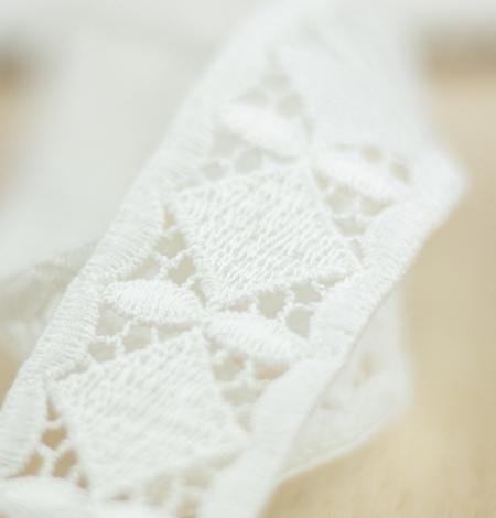 Ivory thick macrame geometric lace trimming. Photo 3