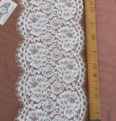 Ecru color guipure lace trim. Photo 4