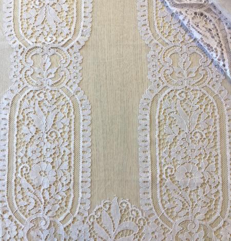 Light violet lace fabric. Photo 1