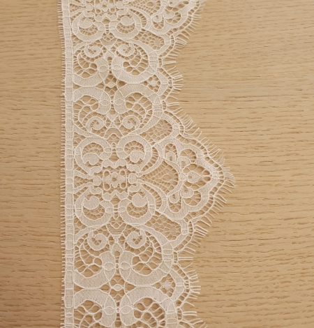 Snow white guipure lace trimming. Photo 7
