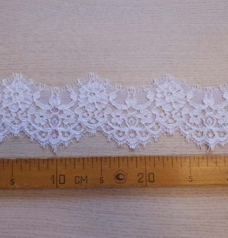 White guipure lace trim . Photo 7