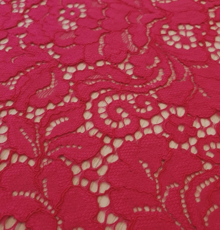 Raspberry pink 100% polyester floral pattern guipure lace fabric. Photo 2