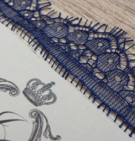 Blue lace trim. Photo 1