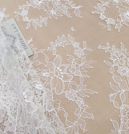 Off white chantilly floral lace fabric. Photo 3