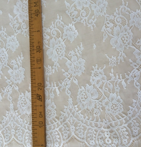 Ivory floral chantilly lace. Photo 5