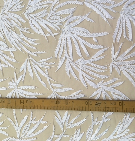 Ivory lace fabric. Photo 5