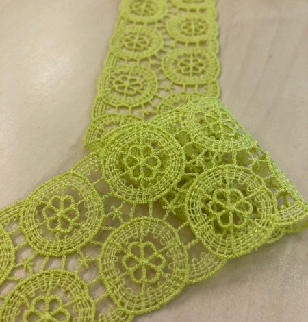 Green lace trimming. Photo 1