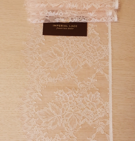 Light pink white romantic chantilly lace trimming. Photo 5