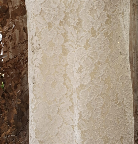 Ivory floral pattern guipure lace fabric. Photo 11