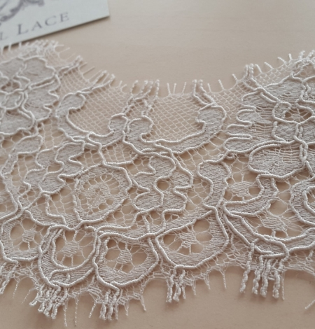 Dark Ivory Lace Trim. Photo 2