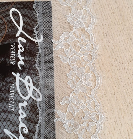 Light grey natural chantilly lace trimming by Jean Bracq. Photo 1