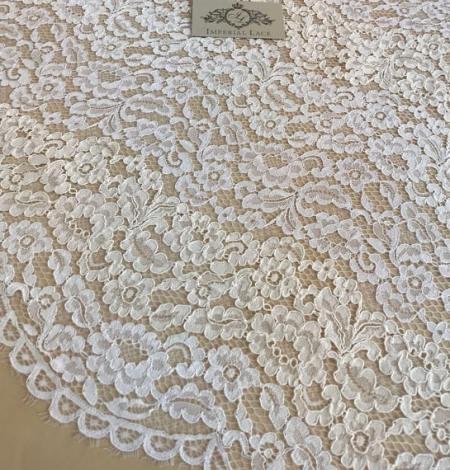 Ivory floral pattern guipure lace fabric. Photo 5