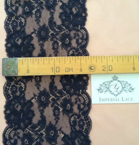 Dark blue lace trim. Photo 5