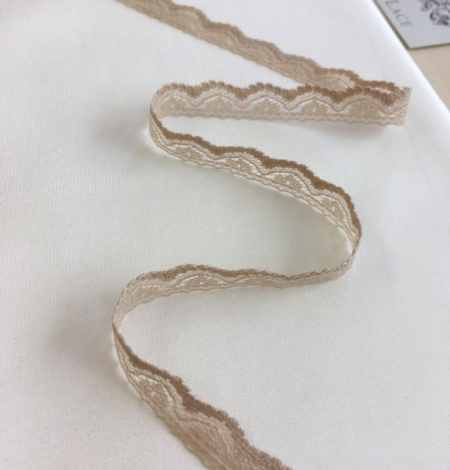 Beige lace trim. Photo 2