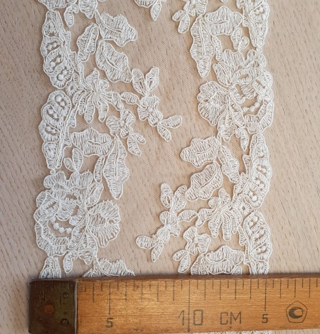 Ivory guipure lace fabric. Photo 5