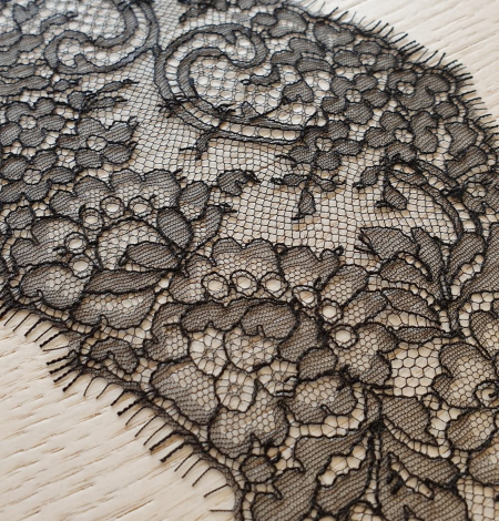 Black lace trimming. Photo 1