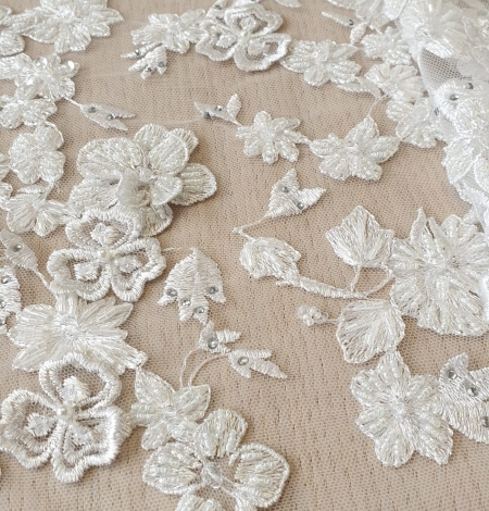 Offwhite 3D beaded lace fabric. Photo 5