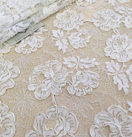 Ivory French lace fabric. Photo 2
