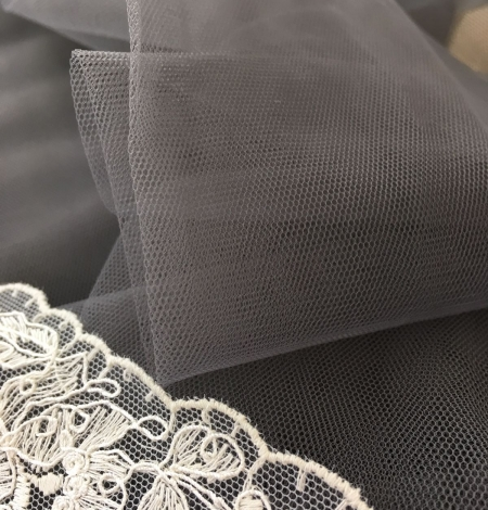 Grey tulle fabric. Photo 5