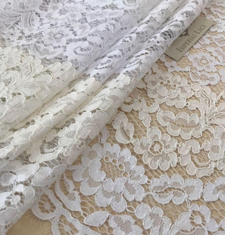 Ivory floral pattern guipure lace fabric. Photo 4