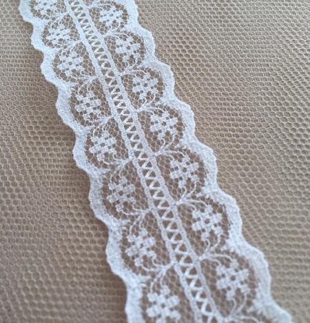 Ivory lace trim. Photo 2