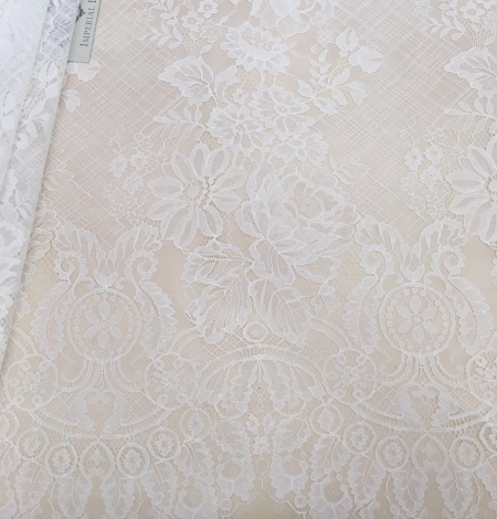 Off-white lace fabric with flowers. Photo 3