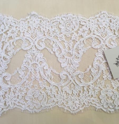 White Lace Trim. Photo 2