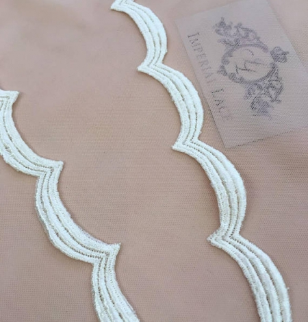Champagne lace trim. Photo 1