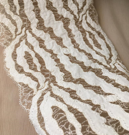 Elastic ivory lace trimming. Photo 3