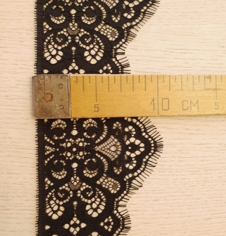 Black guipure lace trimming. Photo 6