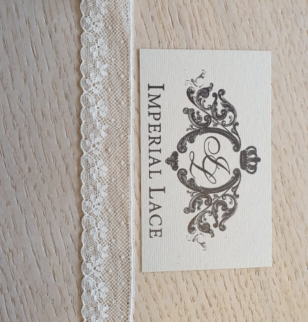 Ivory chantilly lace trimming. Photo 5