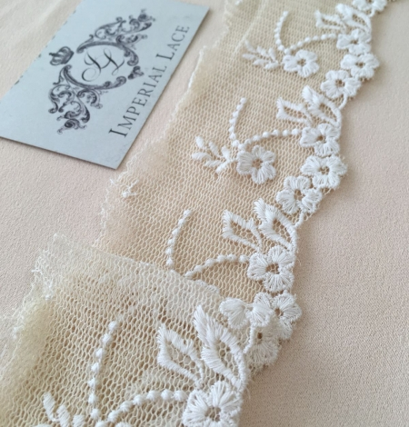 Beige vintage lace trim. Photo 1