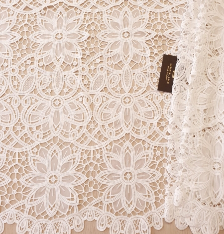 Off white macrame floral pattern with fabric details lace fabric. Photo 5