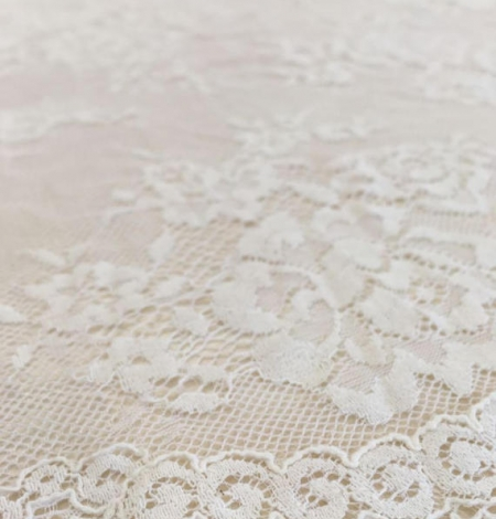 Ivory flowers with off white net chantilly lace. Photo 1