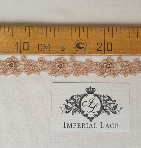 Light brown chantilly lace trimming. Photo 4