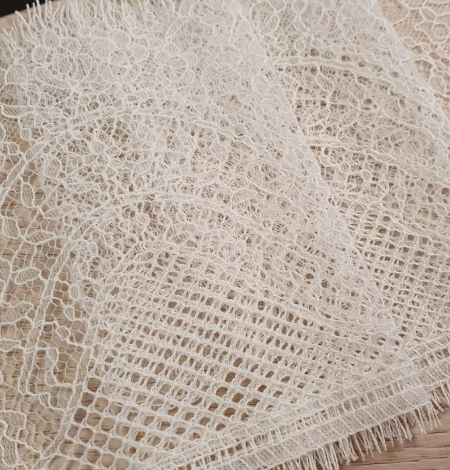 Ivory natural chantilly lace trimming by Jean Bracq. Photo 5