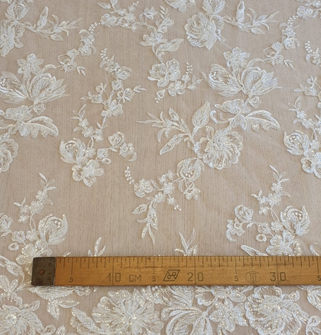 Ivory beaded floral lace fabric. Photo 8