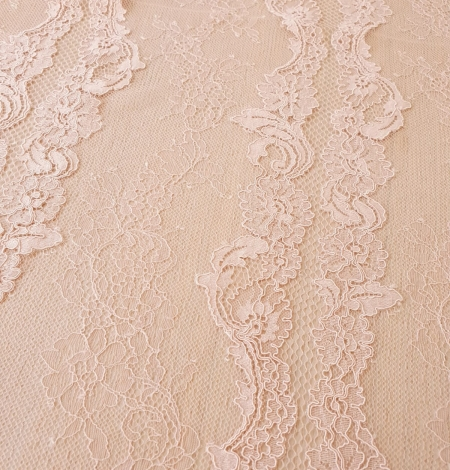 Pink guipure with chantilly lace fabric. Photo 4
