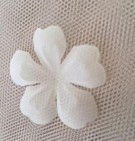 Ivory organza fabric flower applique per 5 pieces. Photo 3